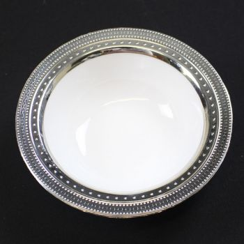 120 x 5oz  White Strong Plastic Bowls - Deluxe Silver Trim